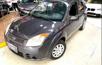 Ford Fiesta 1.6 MPi Sedan 8v - Foto #1