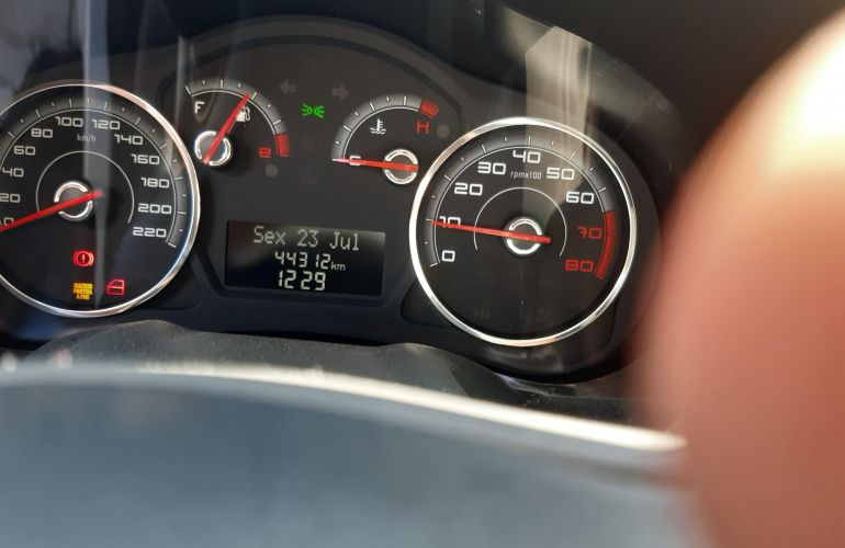 Fiat Grand Siena Tetrafuel 1.4 8V - Foto #1