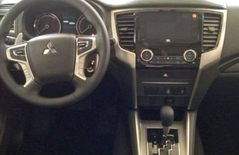 Mitsubishi L200 Triton 2.4 16V Turbo Sport Hpe CD 4x4 - Foto #7