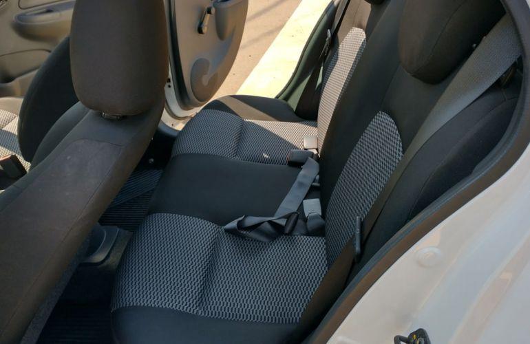 Nissan March 1.0 12V Conforto (Flex) - Foto #5