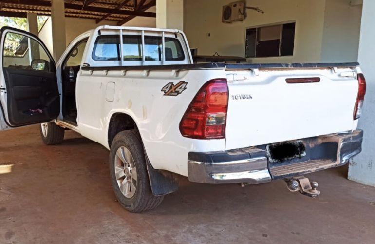 Toyota Hilux 3.0 TDI 4x4 CS Chassi - Foto #1