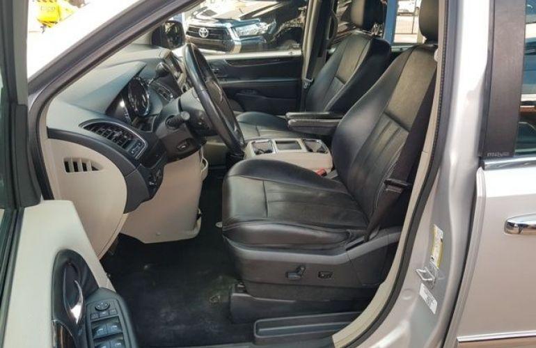 Chrysler Town & Country 3.6 Touring V6 24v - Foto #5