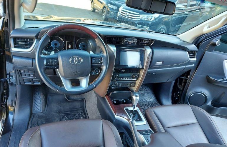 Toyota SW4 2.8 TDI SRX 7L 4x4 (Aut) - Foto #5