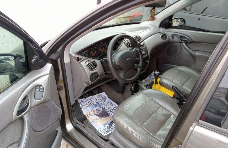 Ford Focus Hatch 1.8 16V - Foto #7