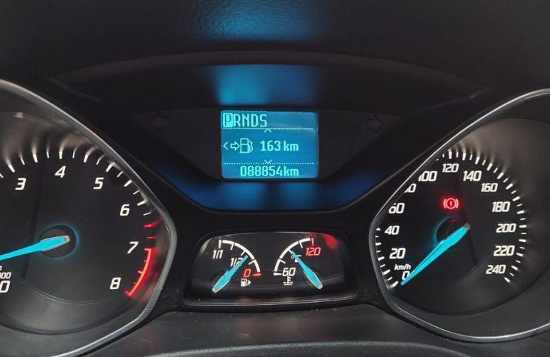 Ford Focus 2.0 S Sedan 16v - Foto #4