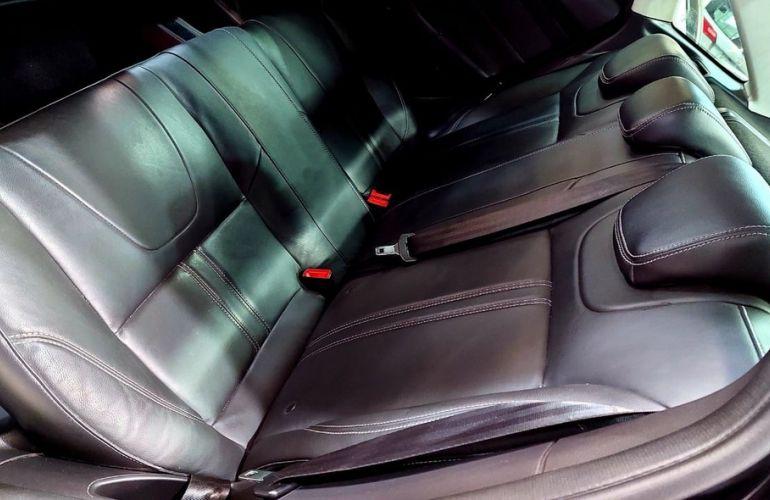 Ford Focus 2.0 S Sedan 16v - Foto #9