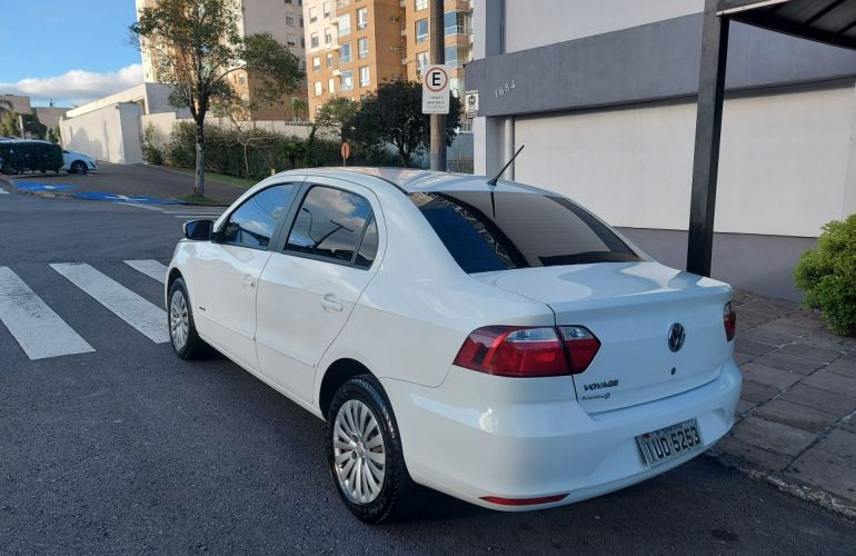 Volkswagen Voyage 1.0 TEC (Flex) - Foto #2
