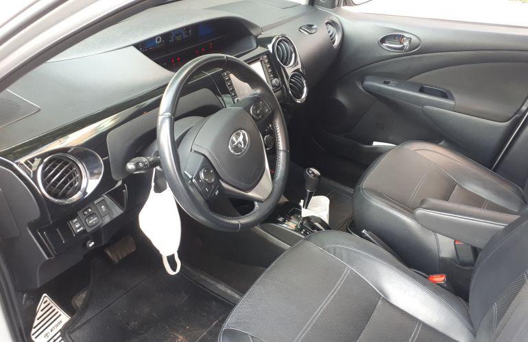Toyota Etios Sedan Platinum 1.5 (Flex) (Aut) - Foto #3