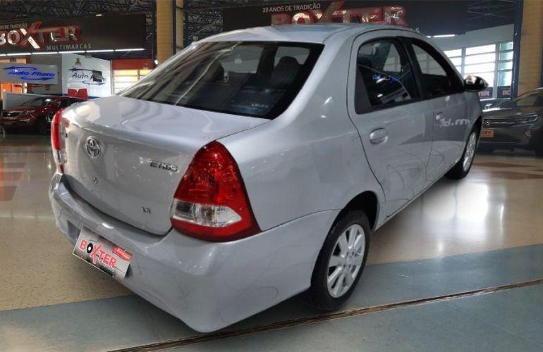 Toyota Etios 1.5 X Sedan 16v - Foto #9