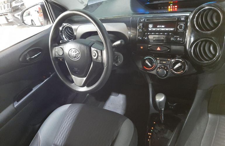 Toyota Etios 1.5 X Plus 16v - Foto #4