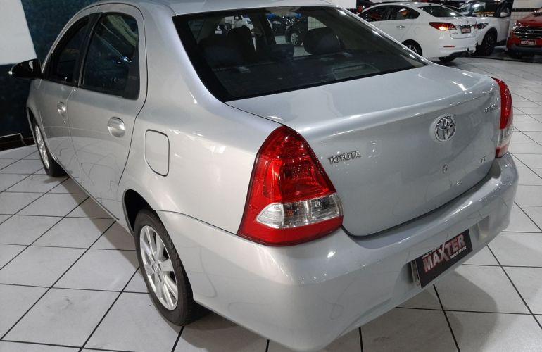 Toyota Etios 1.5 X Plus 16v - Foto #10