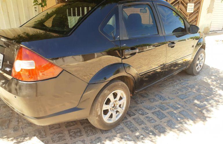Ford Fiesta Sedan Personnalité 1.0 - Foto #1