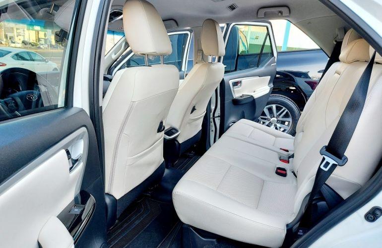 Toyota SW4 2.8 TDI SRX 7L Diamond 4x4 (Aut) - Foto #9