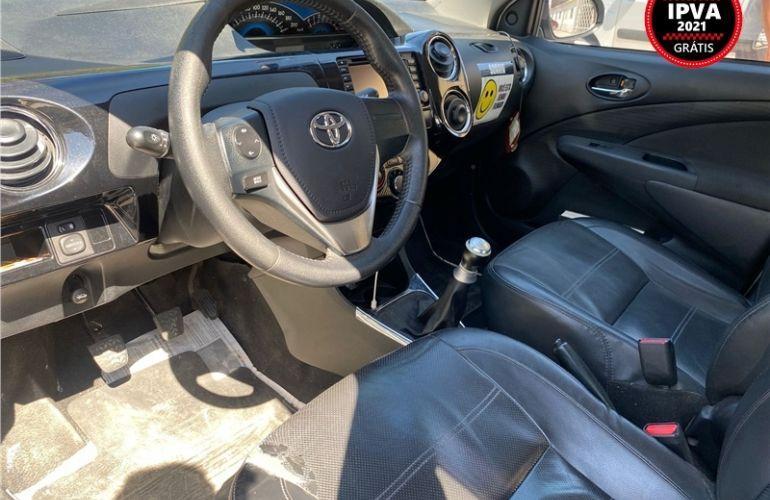 Toyota Etios 1.5 Platinum Sedan 16V Flex 4p Manual - Foto #2