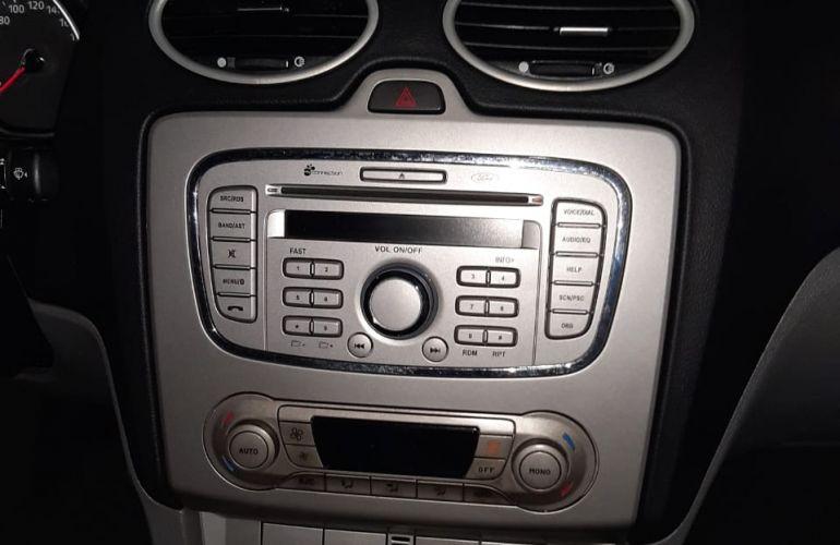 Ford Focus Hatch GLX 2.0 16V (Flex) (Aut) - Foto #2