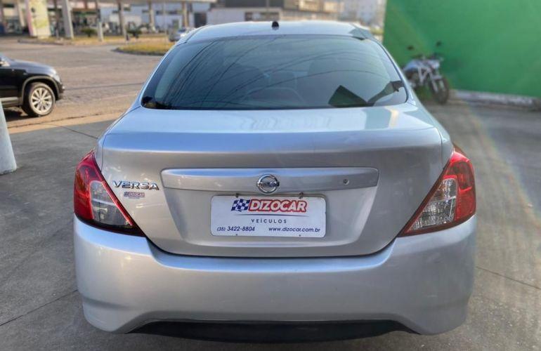 Nissan Versa 1.0 12v S - Foto #8