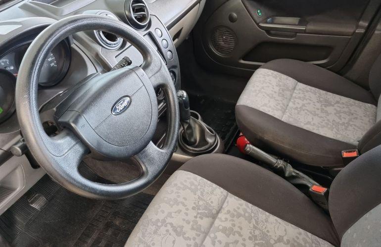Ford Fiesta 1.0 MPi Sedan 8v - Foto #4