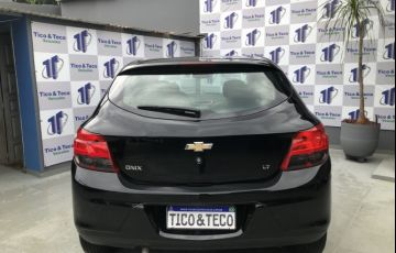 Chevrolet Onix 1.0 Seleção SPE/4 - Foto #5