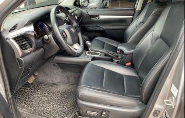 Toyota Hilux 2.8 TDI CD SRV 4x4 (Aut) - Foto #5