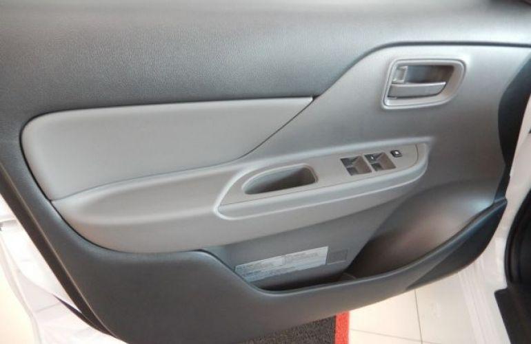 Mitsubishi L200 Triton Sport GL 2.4 - Foto #10