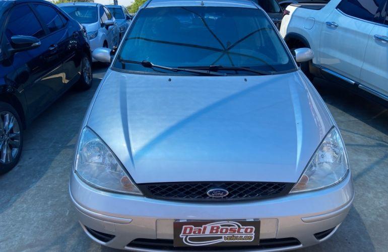 Ford Focus Hatch SE 1.6 16V TiVCT - Foto #3