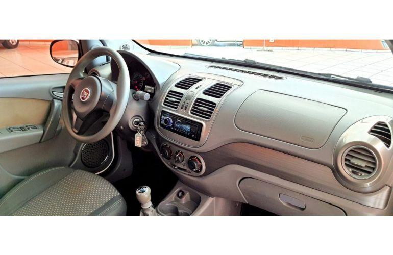 Fiat Siena Essence 1.6 16V (Flex) - Foto #9