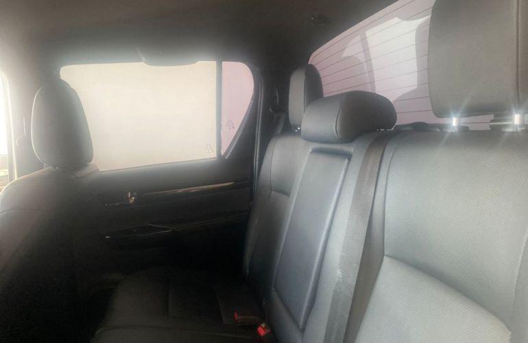 Toyota Hilux 2.8 TDI SRX CD 4x4 (Aut) - Foto #10