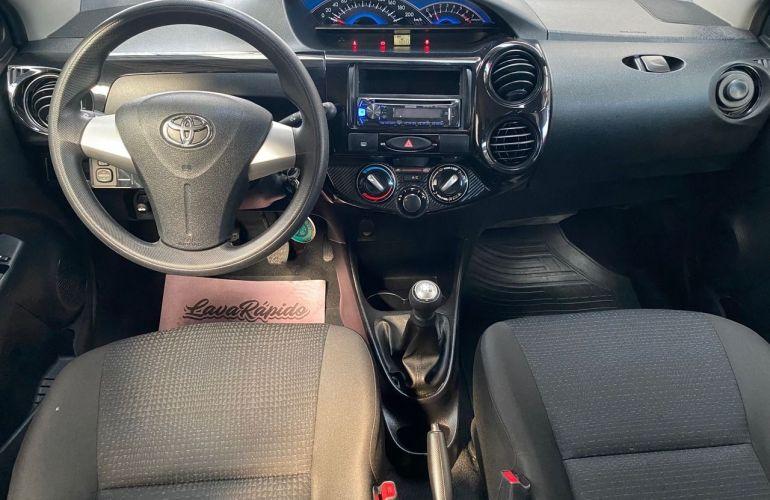 Toyota Etios X 1.3 16V Flex - Foto #7