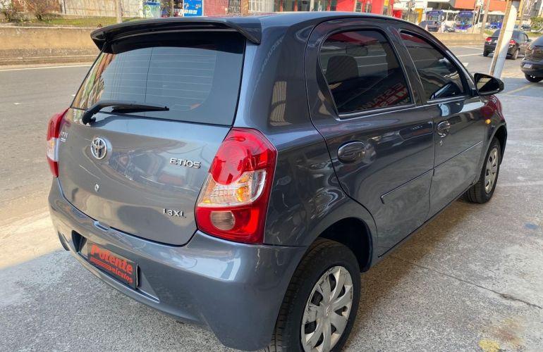 Toyota Etios X 1.3 16V Flex - Foto #10