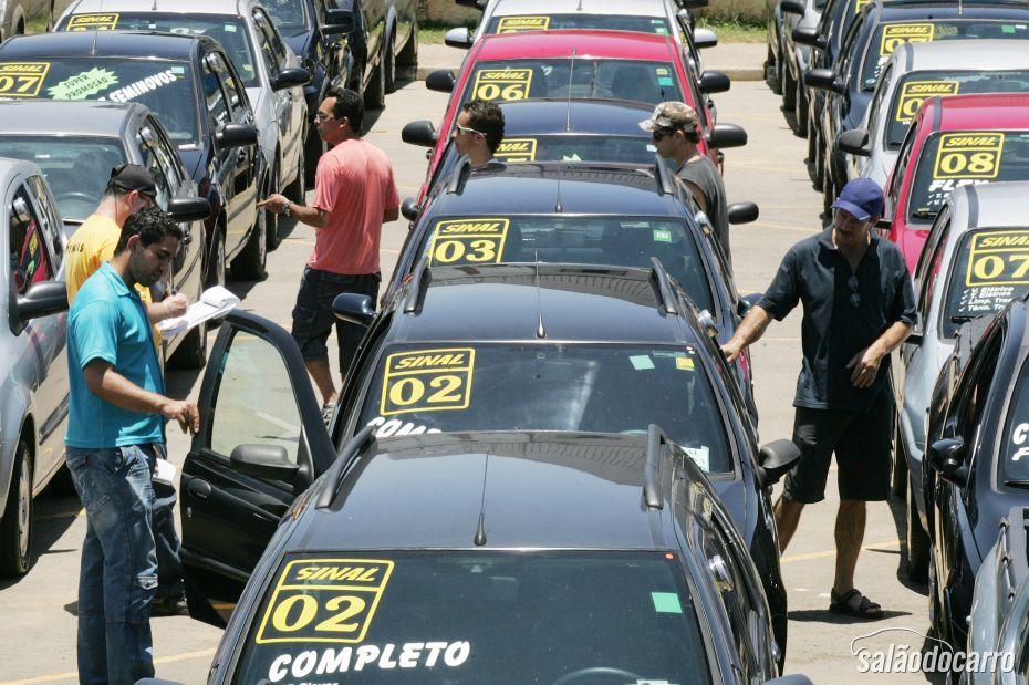 Carros usados cada vez mais desvalorizados no Brasil