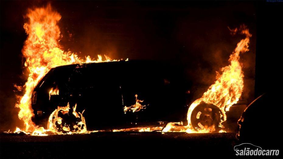 O que fazer quando o carro pega fogo