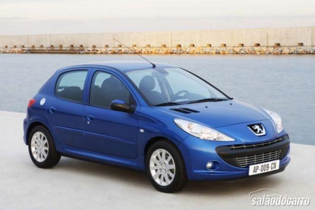 Peugeot amarga queda de 16% nas vendas
