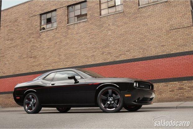 Dodge começa a revelar novo Challenger RT Redline