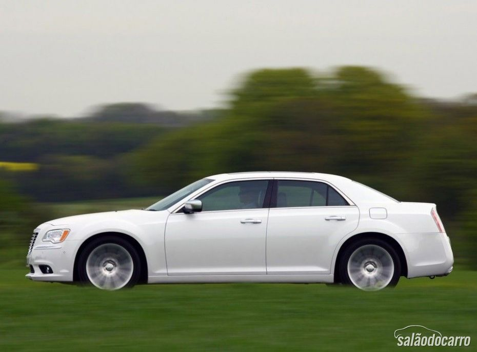 Chrysler convoca recall para modelo 300 no Brasil