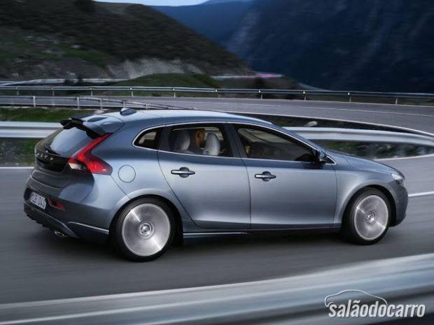 Volvo lança V40 no Brasil