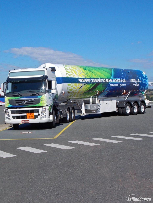 Apresentação do Volvo FM 460 movido a diesel-GNL