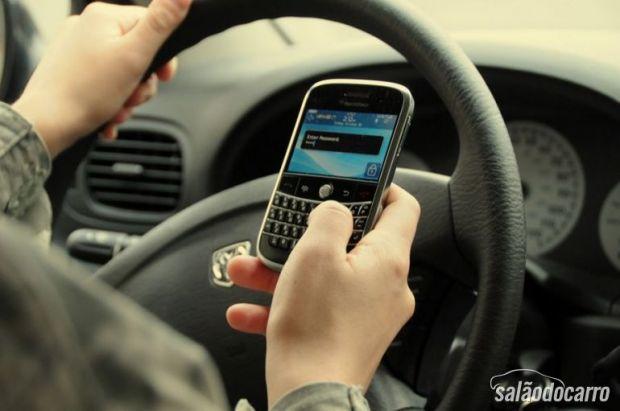 NY tomará medidas mais duras contra quem usar celular enquanto dirige