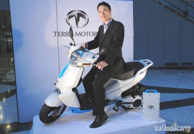 Empresa lança scooter que se conecta ao iPhone