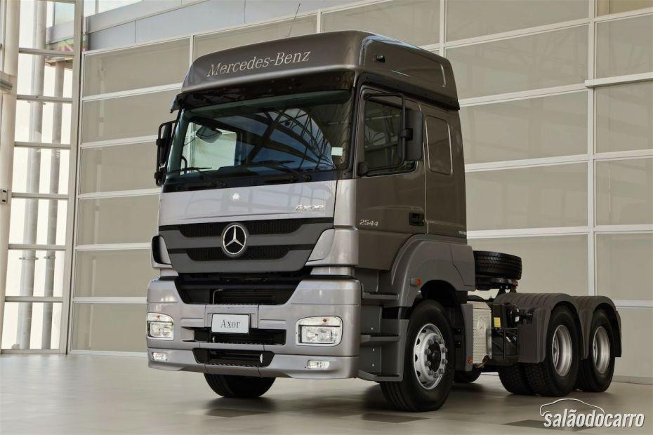 Prévia da Mercedes-Benz na Fenatran 2013