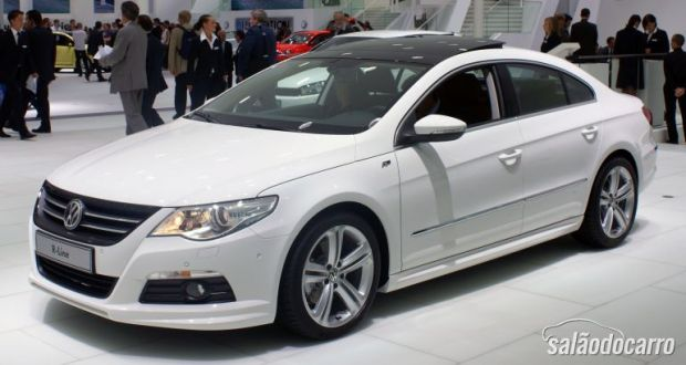 Volkswagen CC R Line - Um misto de Sedan e Cupê
