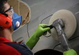 Como remover manchas da pintura do carro