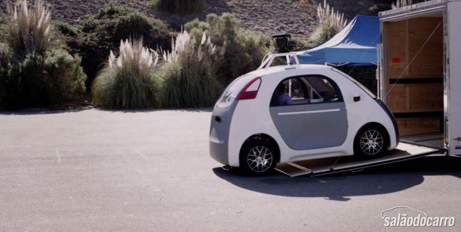 Google coloca pessoas para ter sua primeira experiência em um carro autônomo