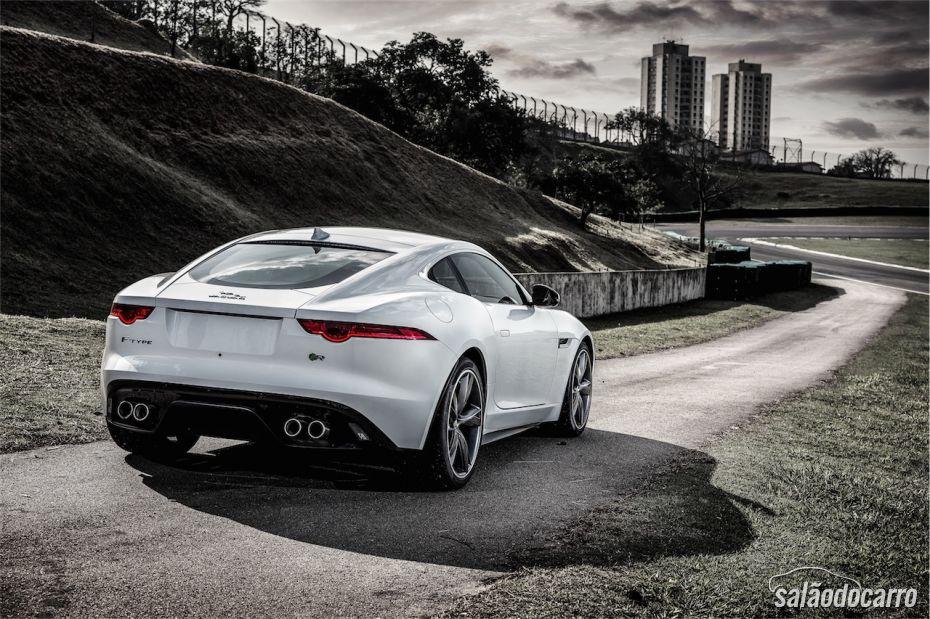 Jaguar F-Type cupê, agora no Brasil