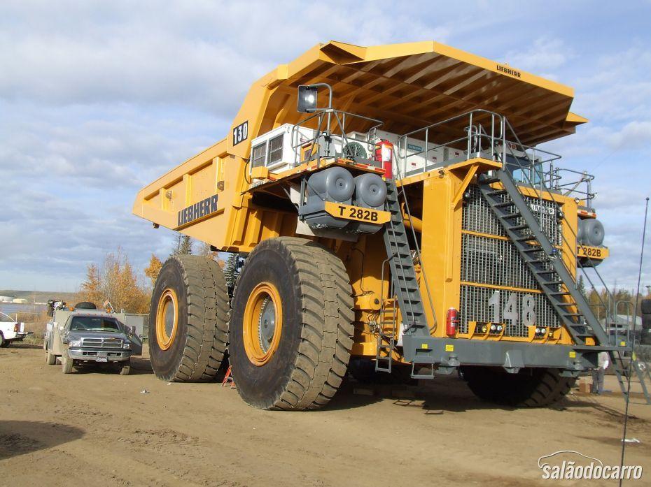 Liebherr T282B: o caminhão de 14 metros de comprimento