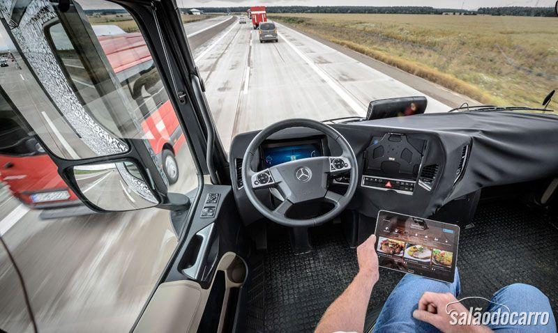 Mercedes-Benz apresenta caminhão autônomo