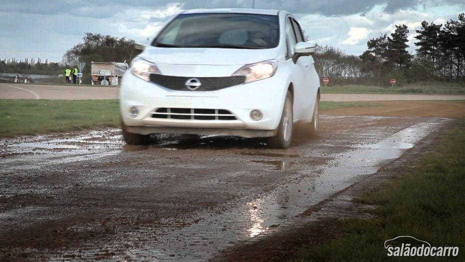 Veja o vídeo que mostra a pintura que não suja da Nissan