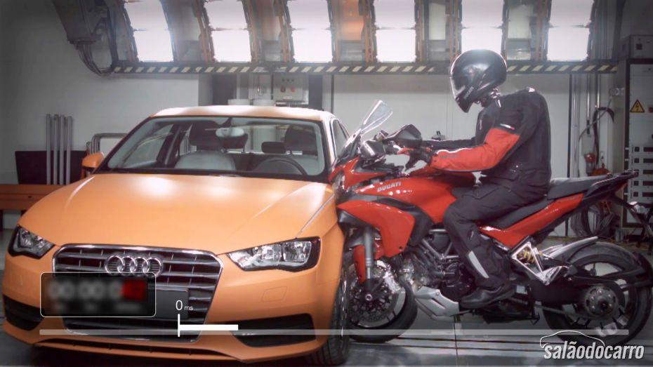 Veja colisão entre Ducati Multistrada e Audi A3