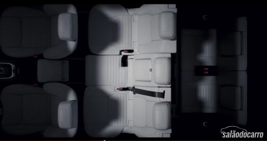 Land Rover mostra primeiras imagens internas do Discovery Sport 2015