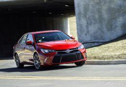 Toyota divulga imagem do Camry reestilizado
