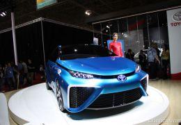 Toyota apresenta seu carro movido a hidrogênio no Salão de São Paulo